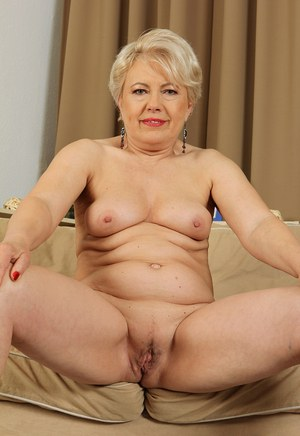 Old granny HD Naked