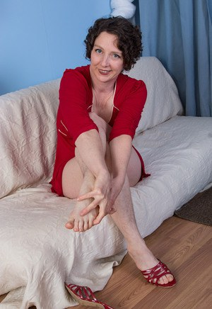 naked women with nice feet