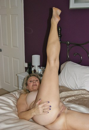 super hot naked legs open