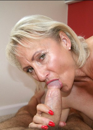 Granny loves it when she gets fucked in her ass and pussy at same time - 1 part 6