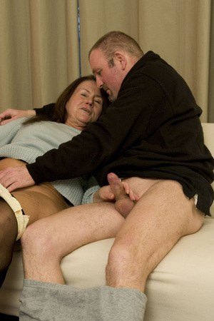 Hot handjob from bbw and titcumshot