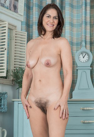 Nude mature gallery Free brunette