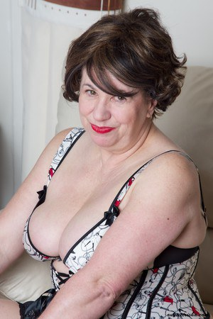 A mature woman with a fat beautiful girl p1 7