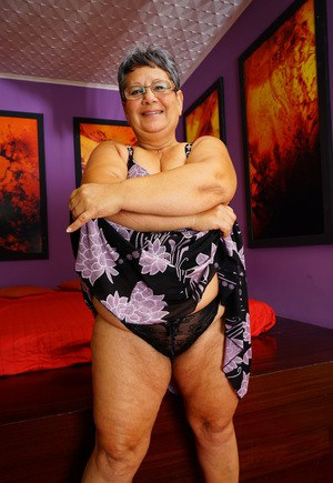 Fat bbw granny mature gets fucked on couch 4
