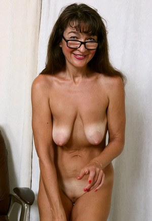 Mature saggy breast pics